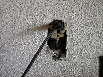 broken_receptacle.jpeg